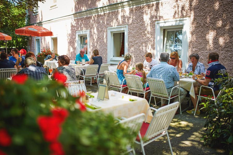 Bachlerhof-Gastgarten2